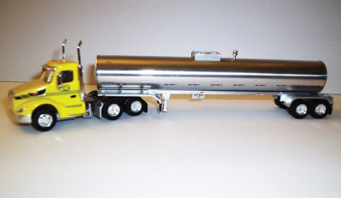 Trucks n Stuff TNS052 - HO Peterbilt 579 Day-Cab Tractor with Food-Grade Trailer - Assembled -- Cherokee Freight Lines (yellow, black, chrome)