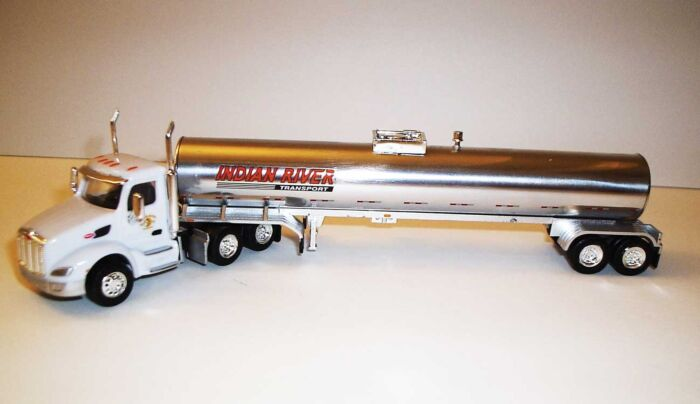 Trucks n Stuff TNS066 HO Peterbilt 579 Day-Cab Tractor with Food-Grade Trailer - Assembled -- Indian River (white, red, chrome)