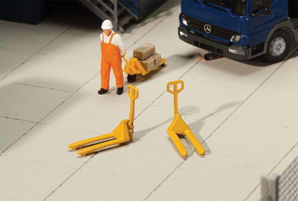 Walthers 4144 HO SceneMaster - Pallet-Jacks - Kit - pkg(4)