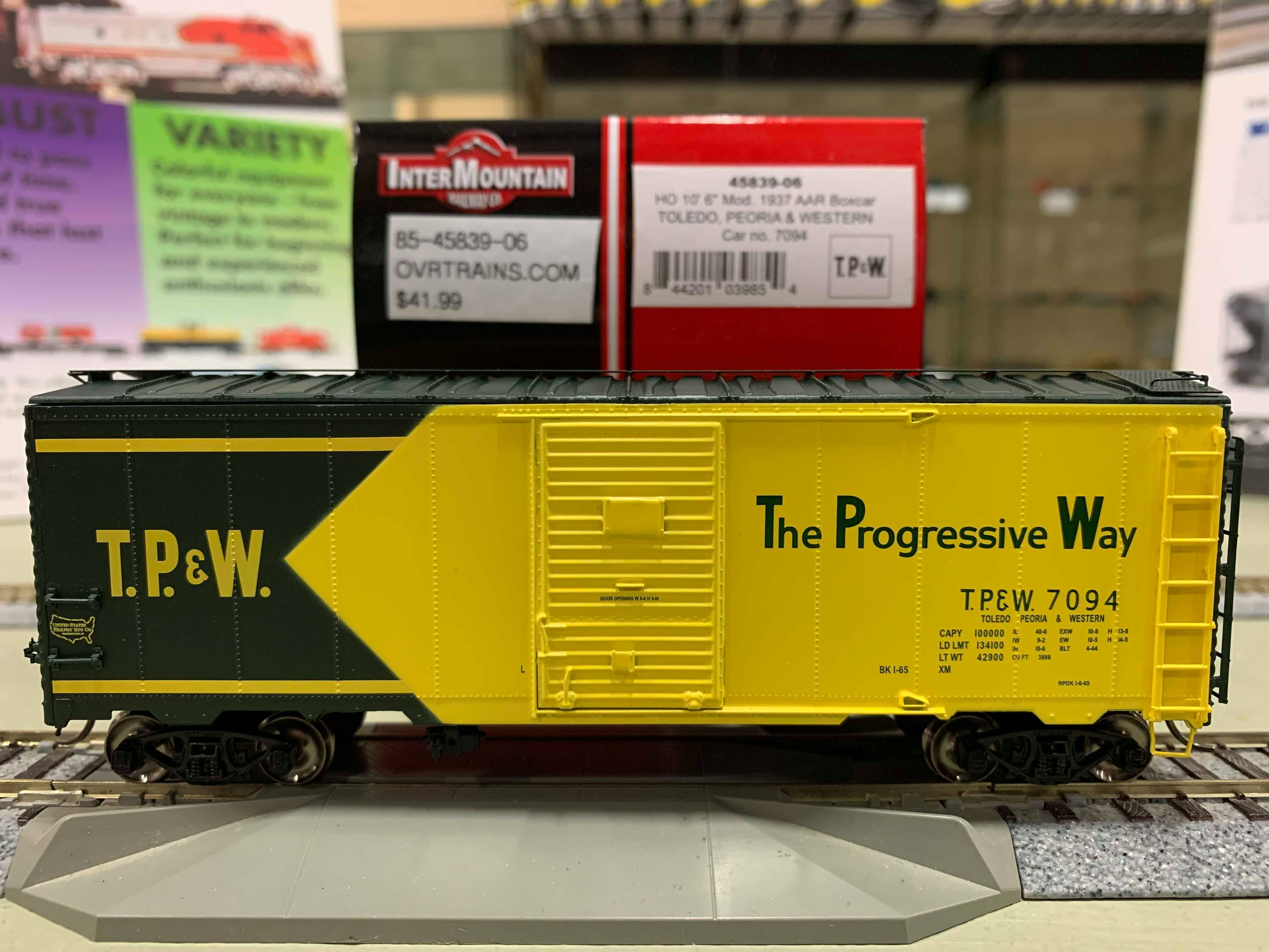 Intermountain 45839-03 HO Scale - 10Ft 6In Modified 1937 AAR Boxcar - Toledo, Peoria & Western #7045