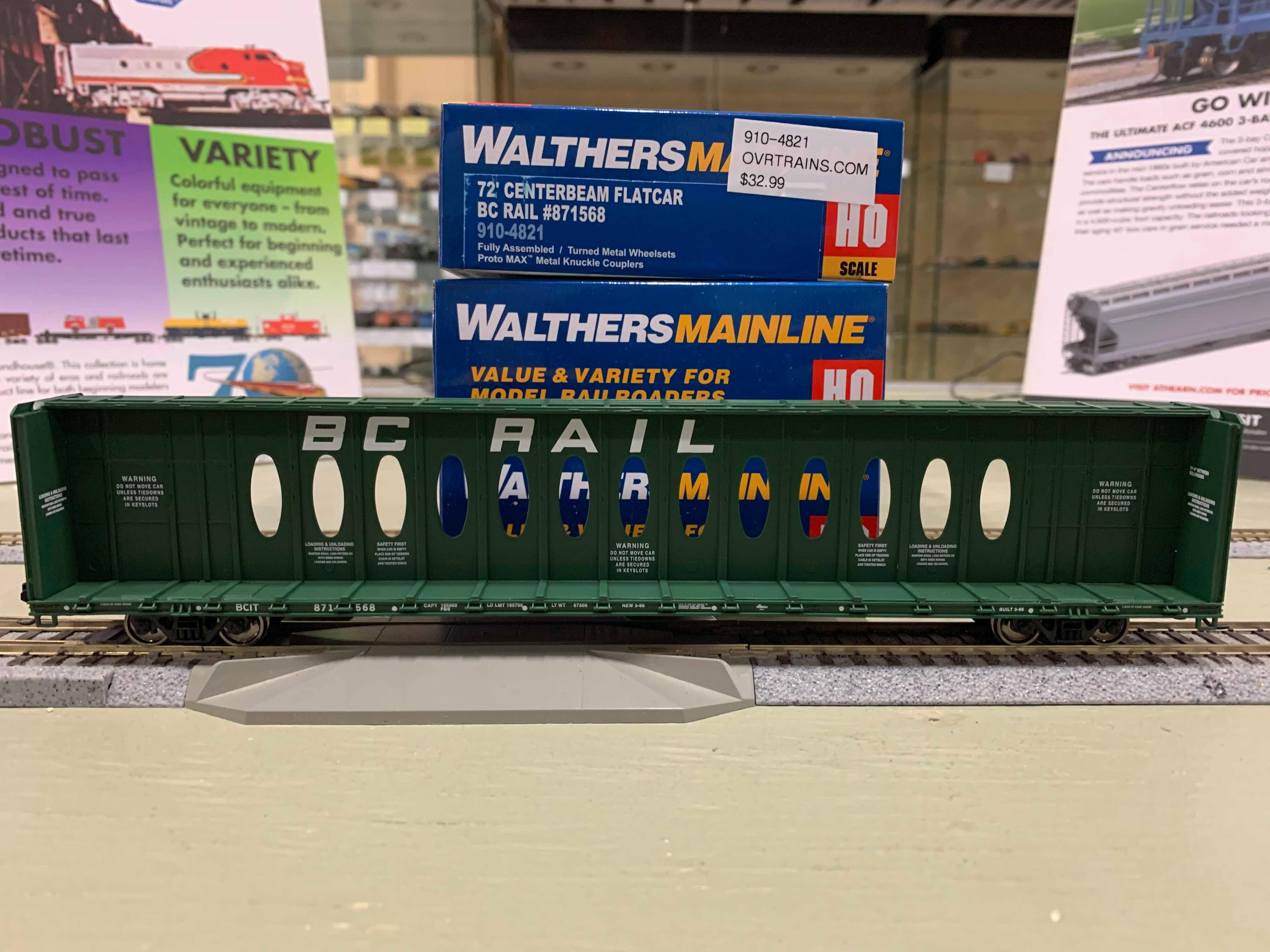 WalthersMainline 4820 HO - 72Ft Centerbeam Flatcar with Opera Windows - Ready to Run - BC Rail #871579