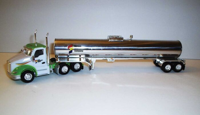 Trucks n Stuff TNS104 HO Kenworth T680 Day-Cab Tractor with Food-Grade Trailer -Assembled  Vernon Transportation (white, green, red, black, yellow, chrome)