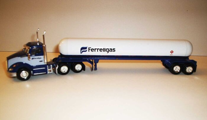 Trucks n Stuff TNS105 HO Kenworth T680 Day-Cab Tractor with Propane Tank Trailer - Assembled -- Ferrell Gas (white, blue)