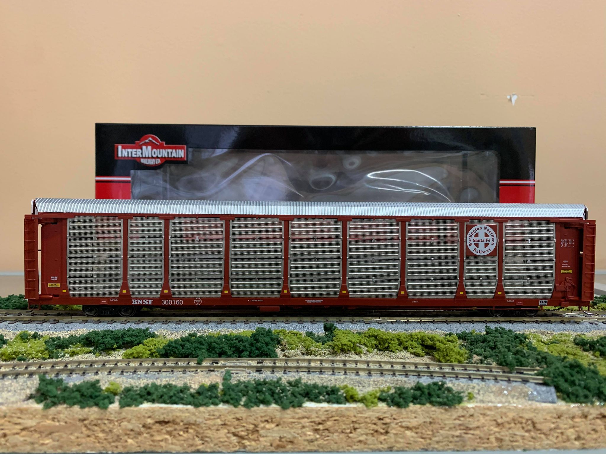 InterMountain 452100-02 HO - Bi-Level Auto Racks - BNSF Brown - Circle Cross Logo #300177
