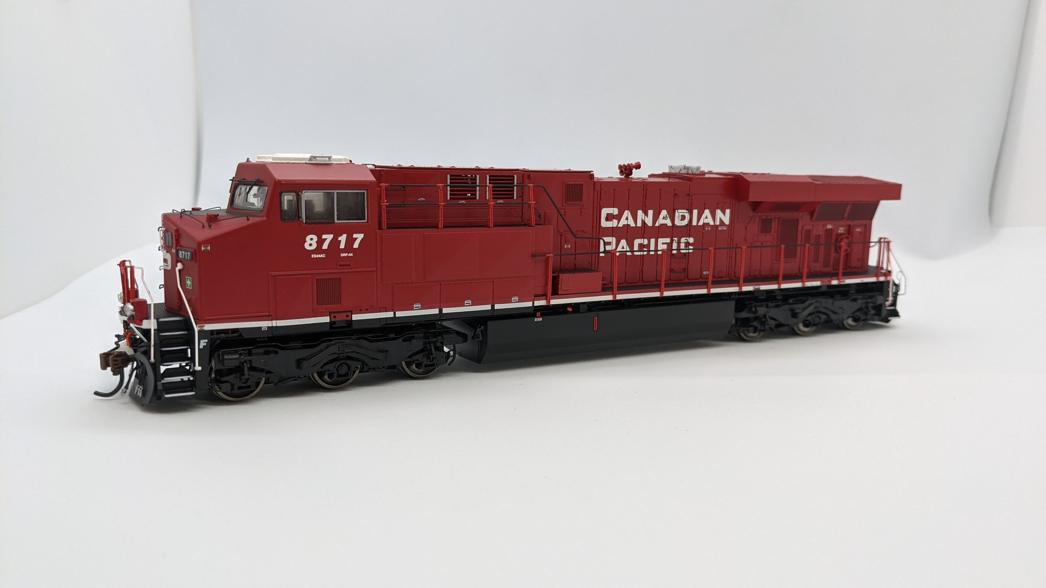 Athearn G83175 - HO Scale ES44AC DCC/Sound Diesel- Canadian Pacific #8714