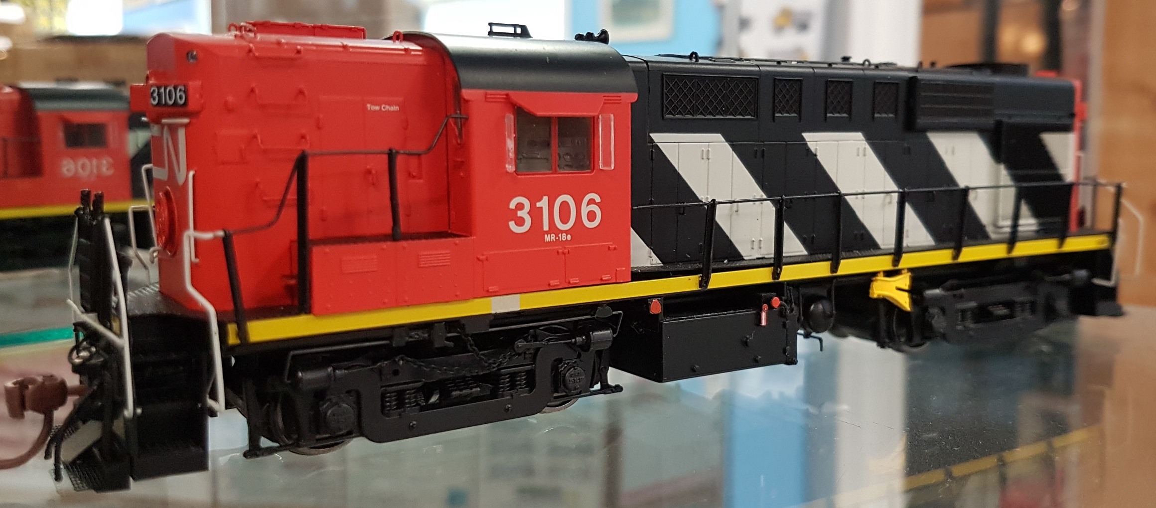 Rapido 32018 HO MLW RS MR-18e Canadian National (Stripes) DCC Ready -3114