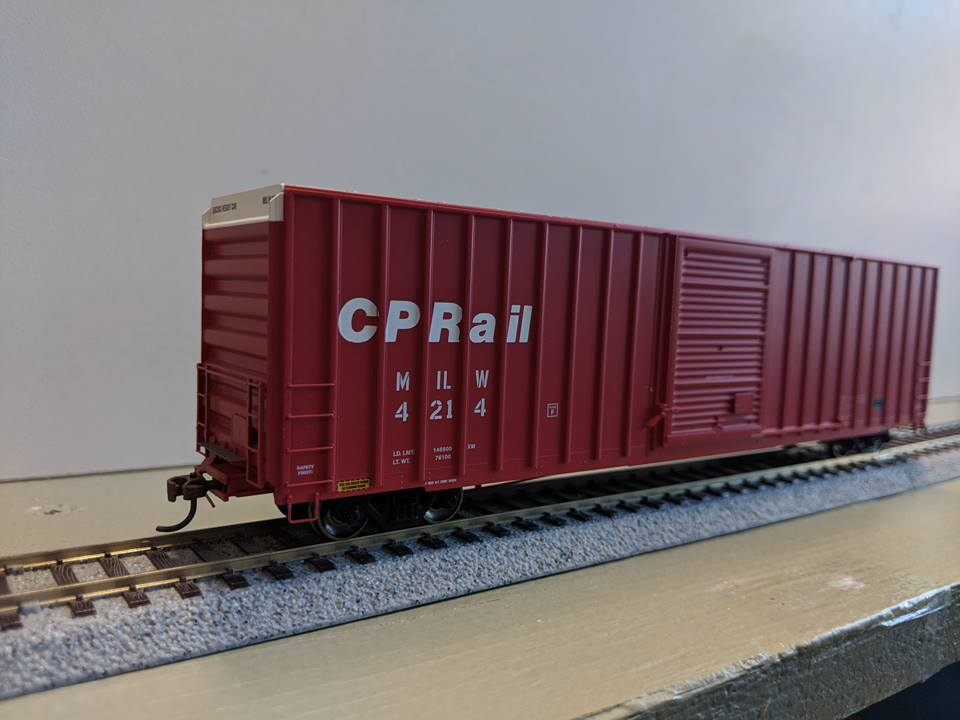 Athearn Ready to Roll 72635 60 ft FMC High Cube Ex-Post box Car CP Rail No4250