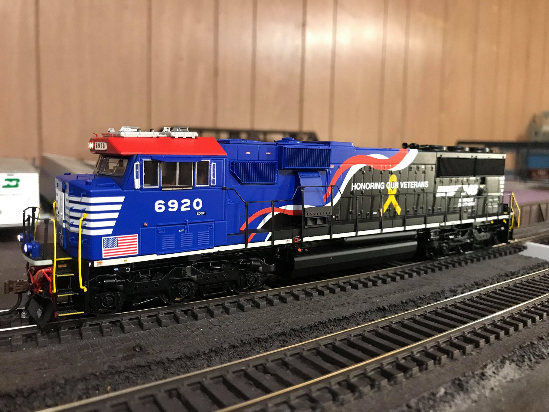 Athearn G65204 HO SD60E DCC Ready Norfolk Southern NS Honor Our Veterans #6920 - LED Lights