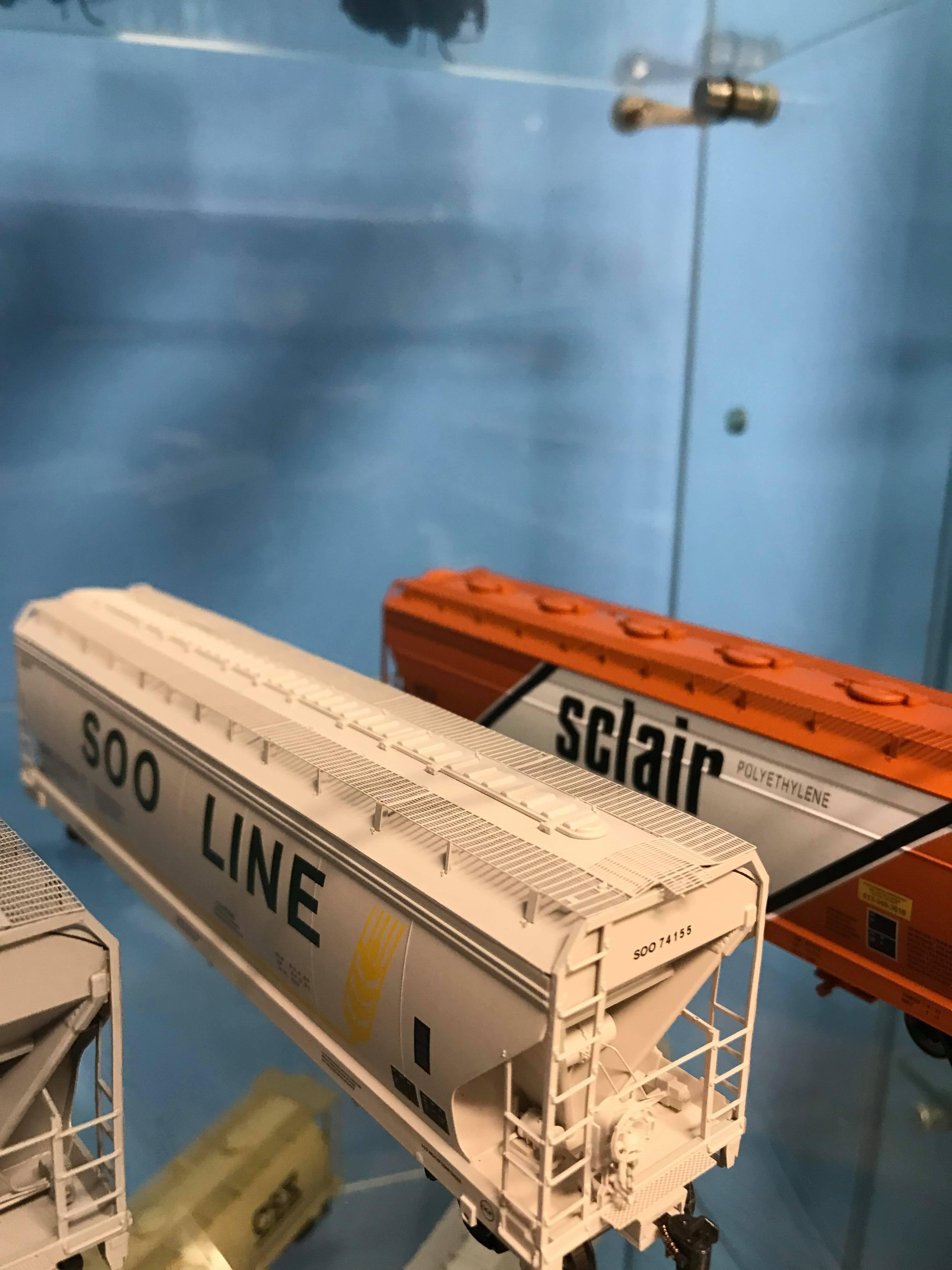 Intermountain 47056-16 HO RTR- ACF 4650 3-Bay Hopper - SOO Line #74203