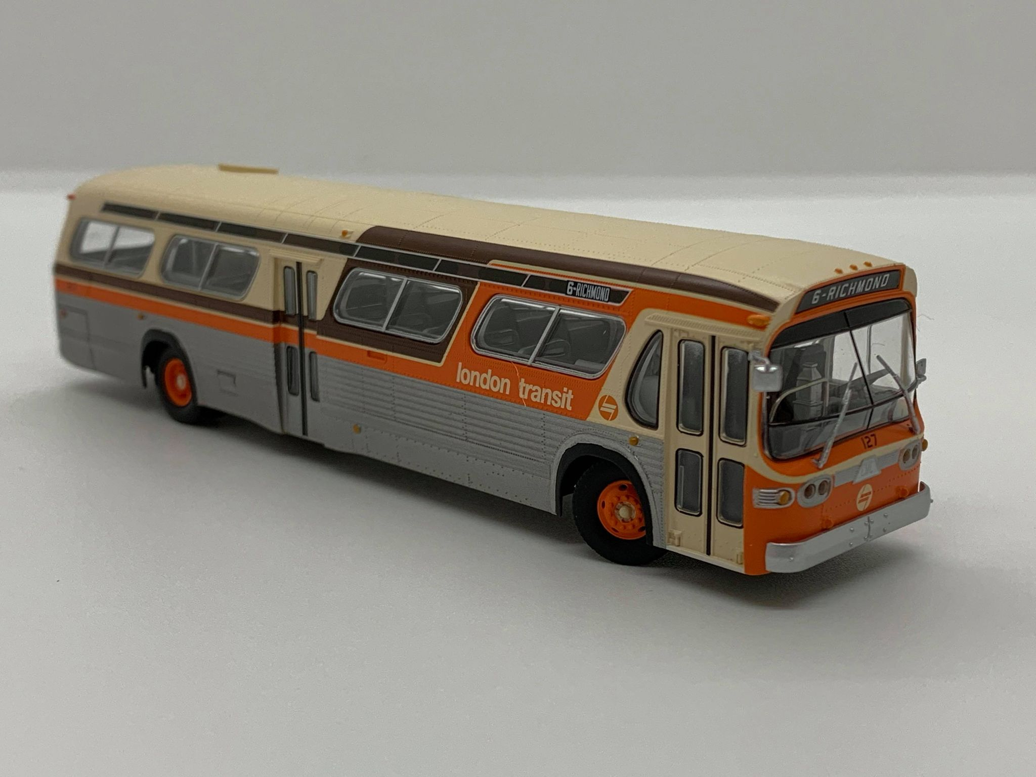 Rapido Trains 753092 HO New Look Bus Exclusive London Transit Commission (Orange/Brown)#127 6 - Richmond Deluxe
