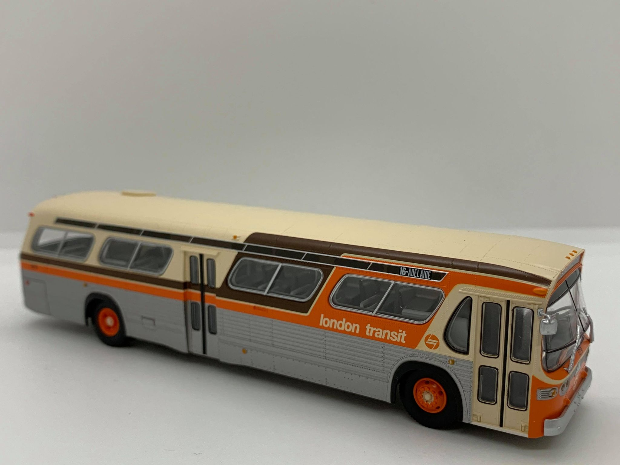 Rapido Trains 753093 HO New Look Bus Exclusive London Transit Commission (Orange/Brown)#129 16 - Adelaide Deluxe