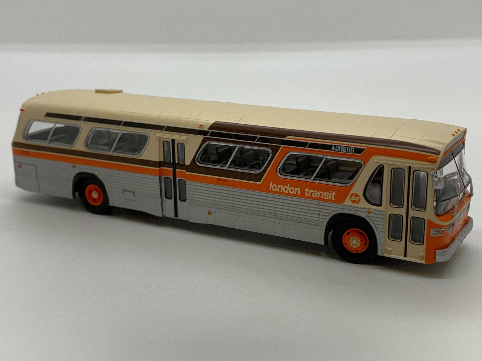 Rapido Trains 753094 HO New Look Bus Exclusive London Transit Commission (Orange/Brown)#132 4 - Oxford East Deluxe
