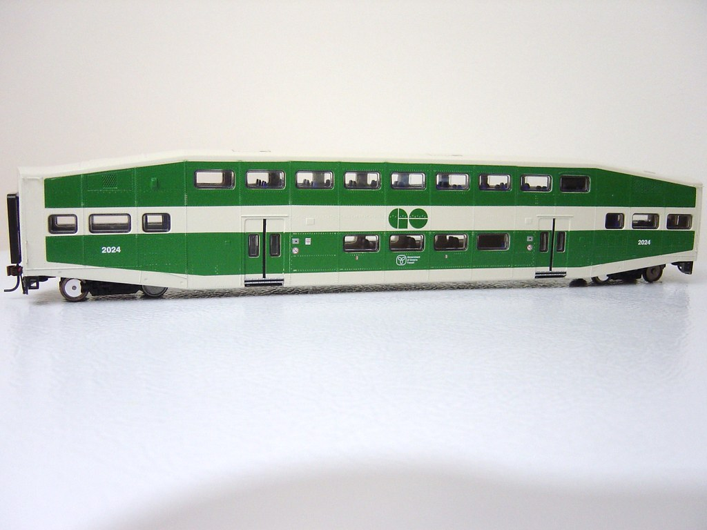 Athearn RTR 25422 N Scale - Bombardier Cab - GO Transit #205