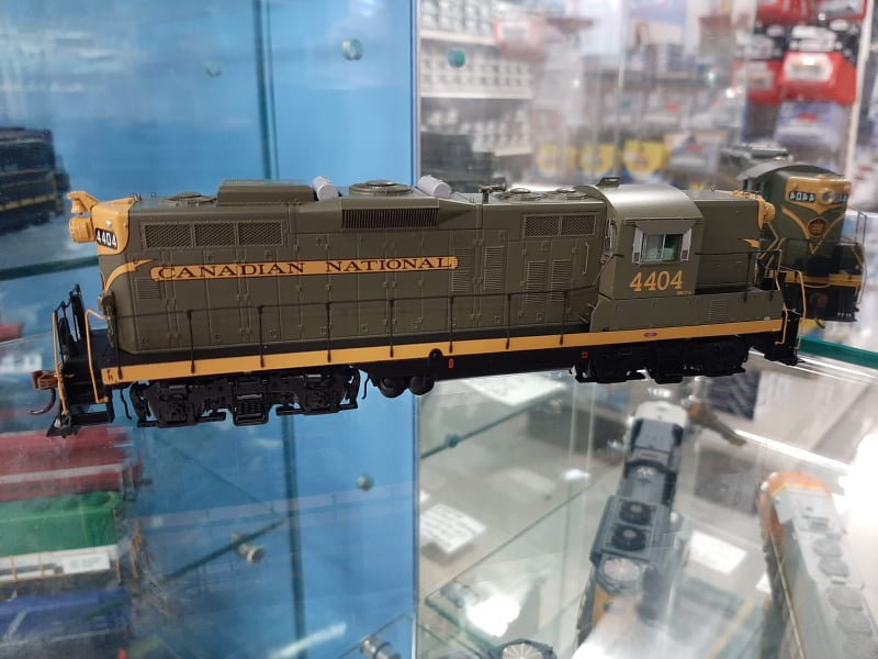 Athearn Genesis G62948 - HO GP9 - DCC/Sound - Canadian National #4404