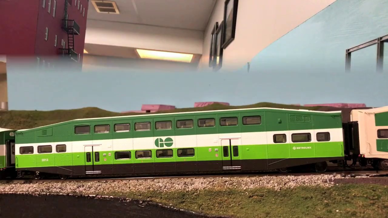 Athearn RTR 25985 HO Scale - Bombardier Coach - GO Transit #2407