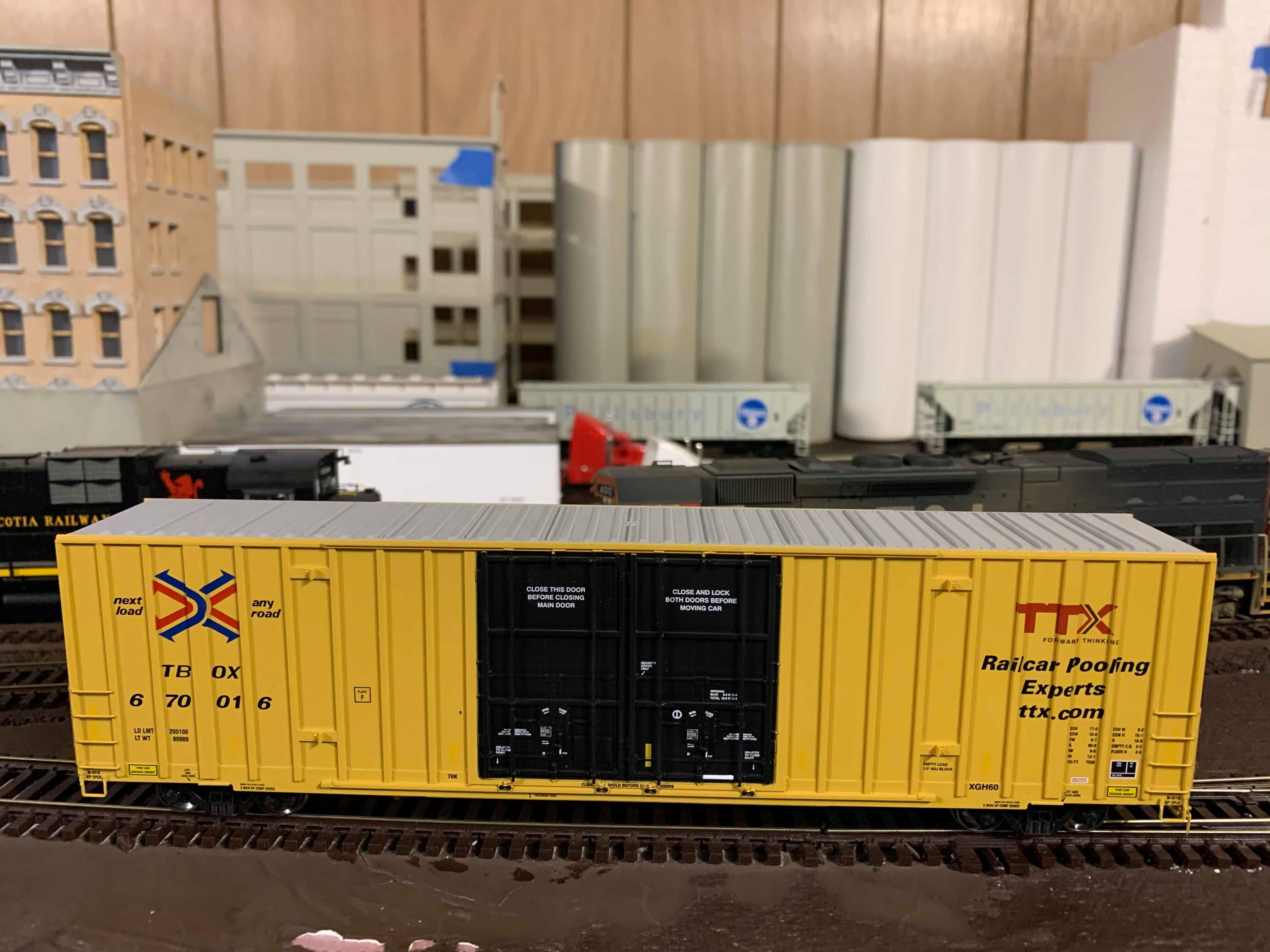 Athearn 75123 HO Scale - RTR 60Ft Gunderson DD HC Box - TBOX/TTX Black #2