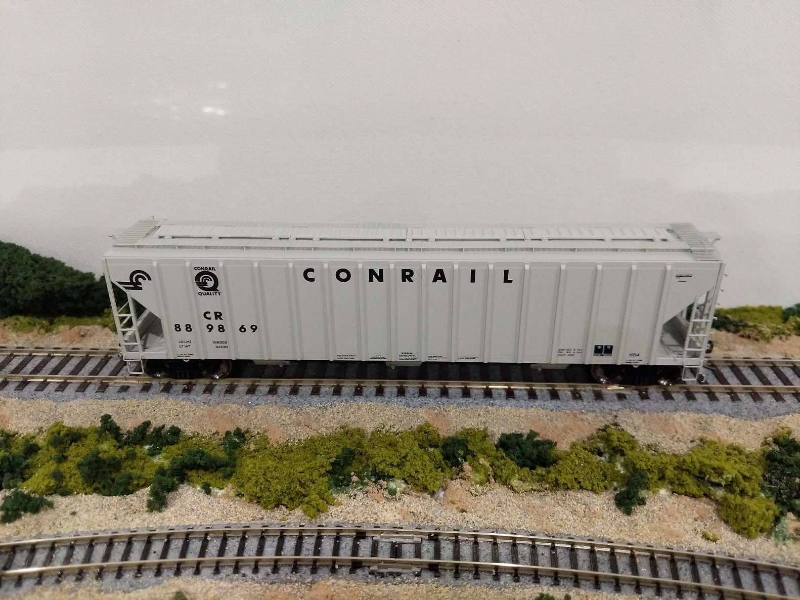 Intermountain 472246-05 HO Scale - 4785 PS2-CD Covered Hopper - Late - Conrail Grey Quality Logo #889095