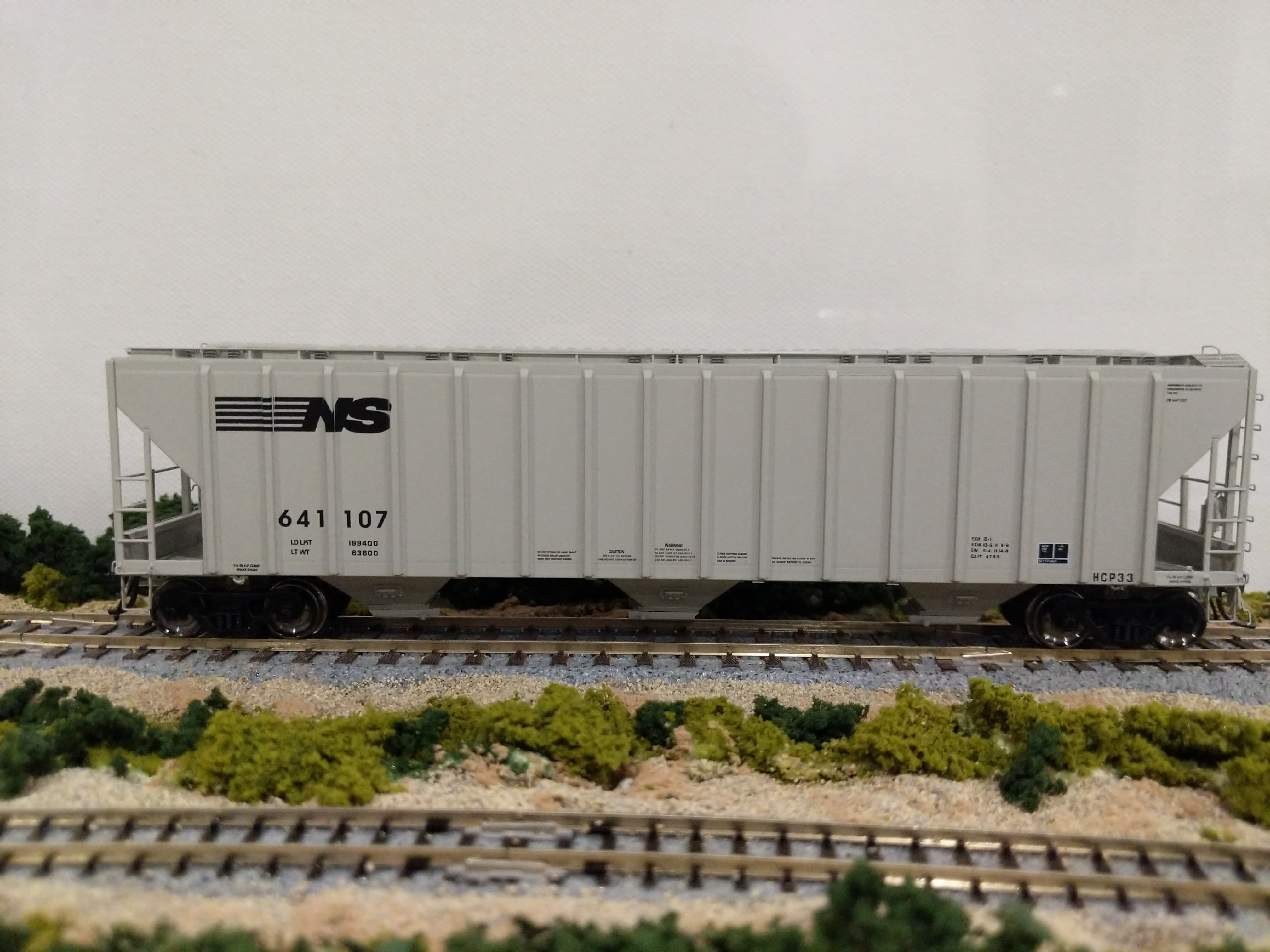 Intermountain 472247-02 HO Scale - 4785 PS2-CD Covered Hopper - Late - Norfolk Southern - HCP33 #641104
