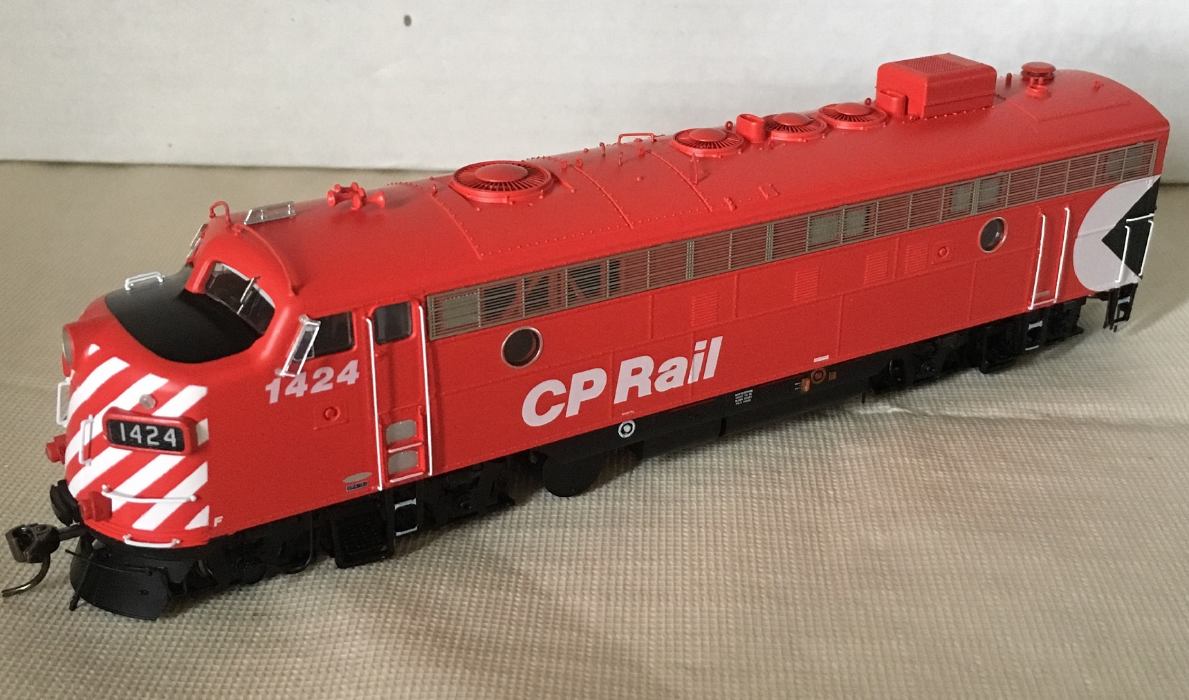 Rapido Trains 222520 - HO GMD FP7 - DCC/Sound - CP Rail Action Red (8 in Stripes) #4063