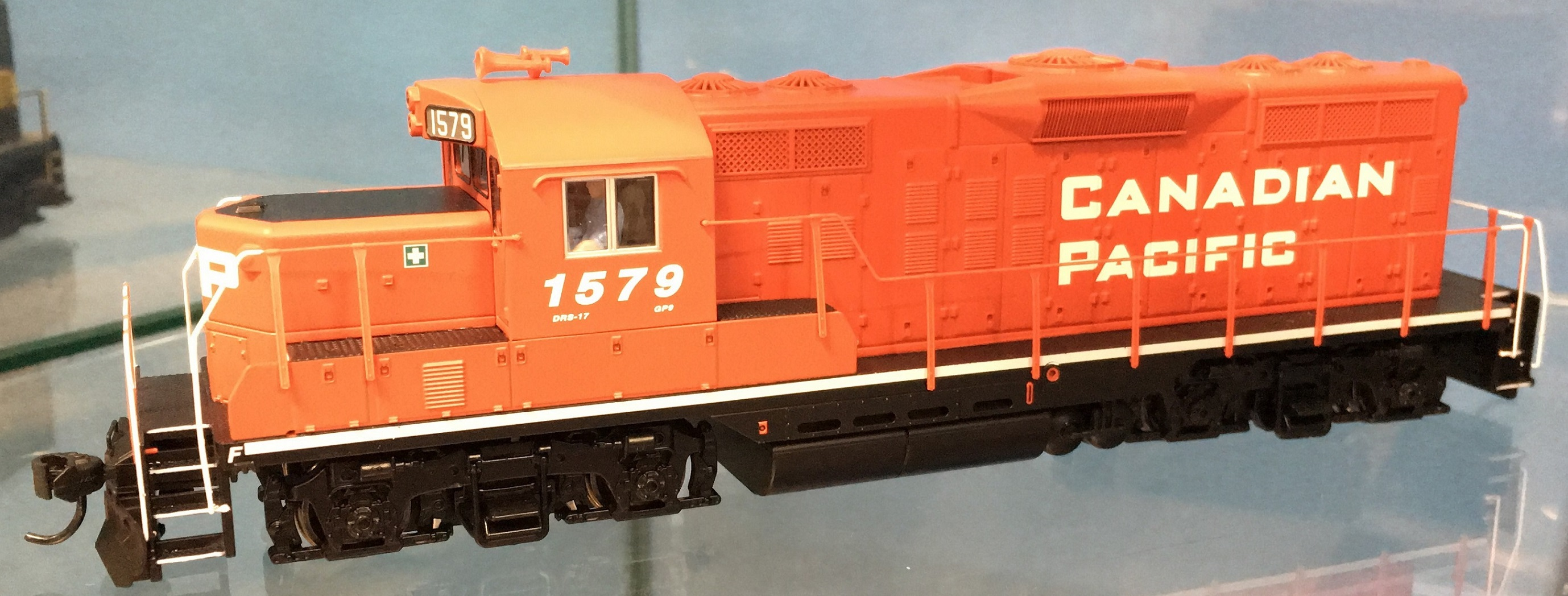 Walthers Mainline 10404 HO - EMD GP9 Ph 2 - DC/DCC Ready - Canadian Pacific #1530