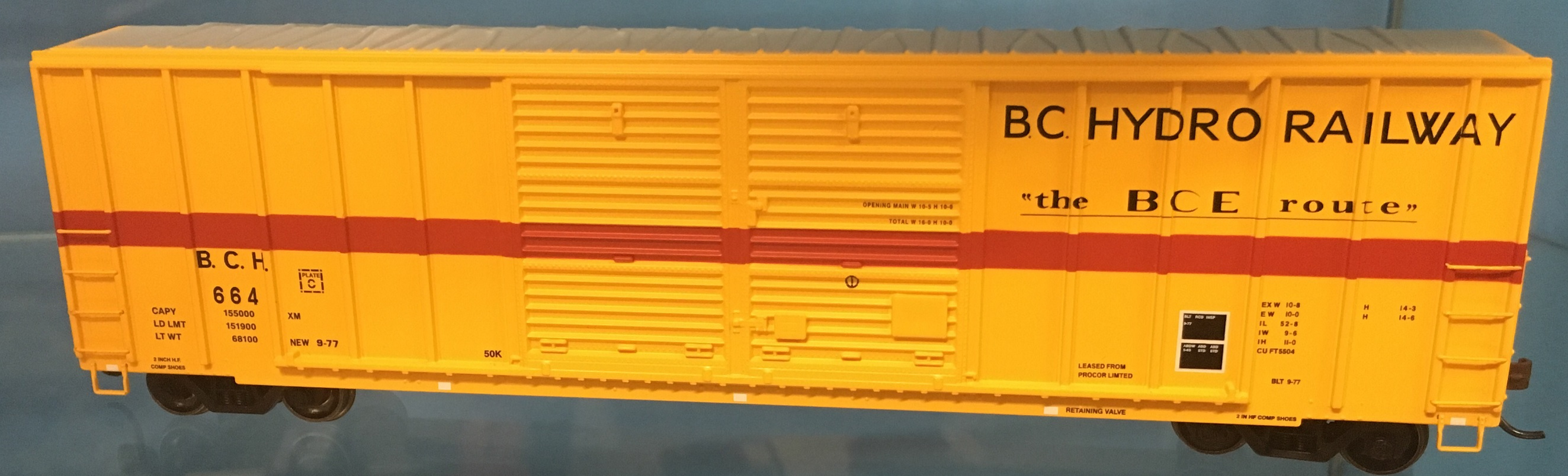Athearn 27203 HO - 50ft FMC Centered Double Door Box - BC Hydro Railway #664 (#3)