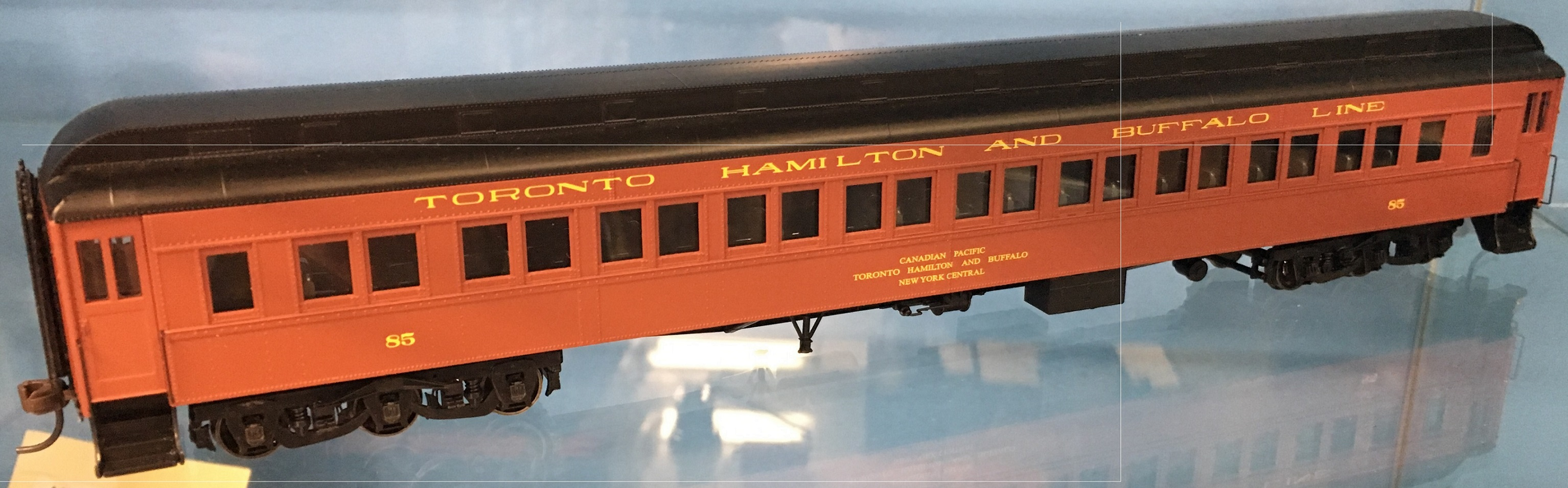 Atlas Model Railroad Co. HO Scale 20004969 Heavyweight Paired-Window Coach - Ready to Run - Master(R) Toronto, Hamilton & Buffalo 85 (maroon, black) 150-20004969