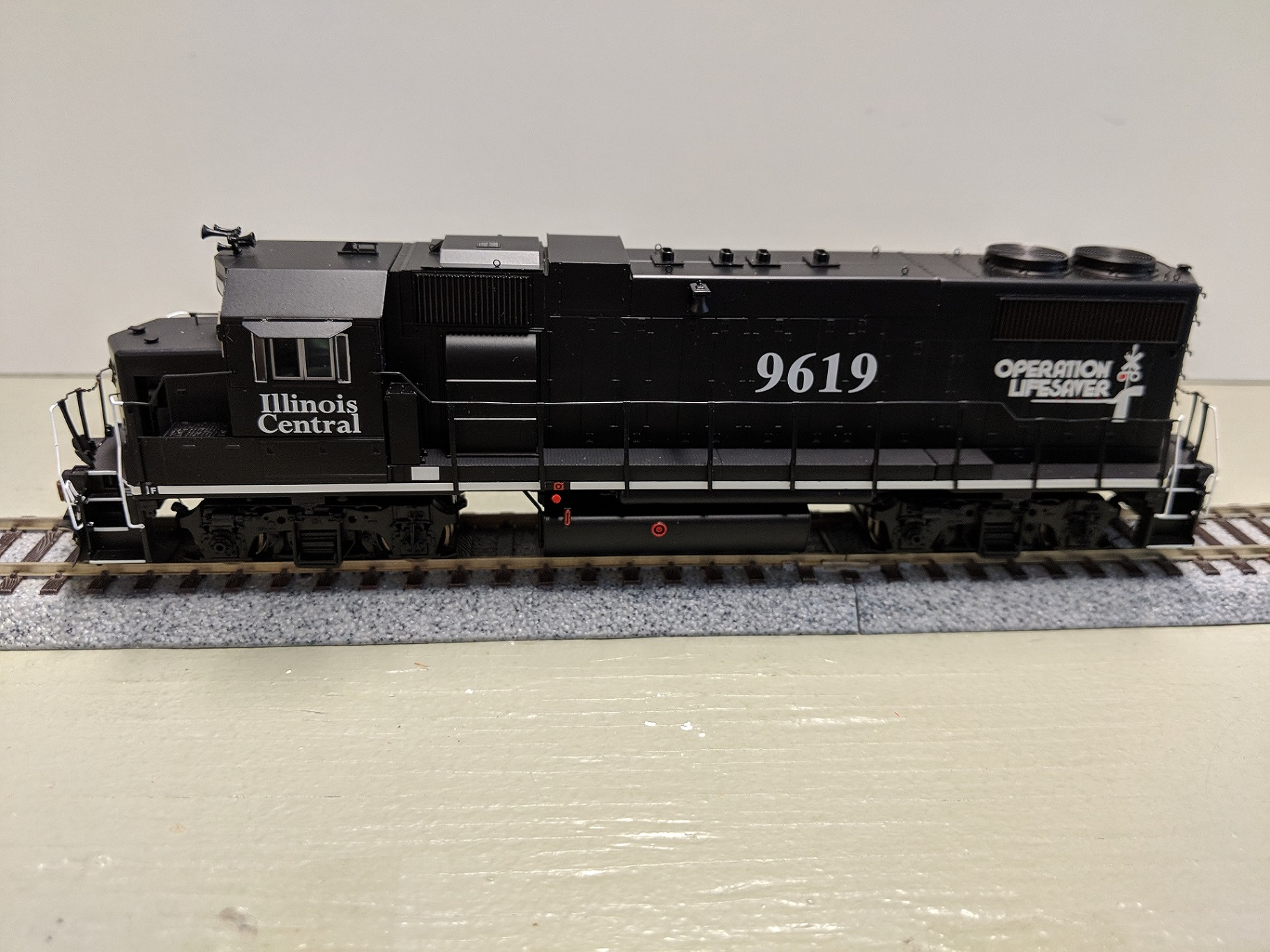 Athearn Genesis HO G65465  Illinois Central OLS  GP38-2 Phase I No.9601 DCC/Tsunami2 sound