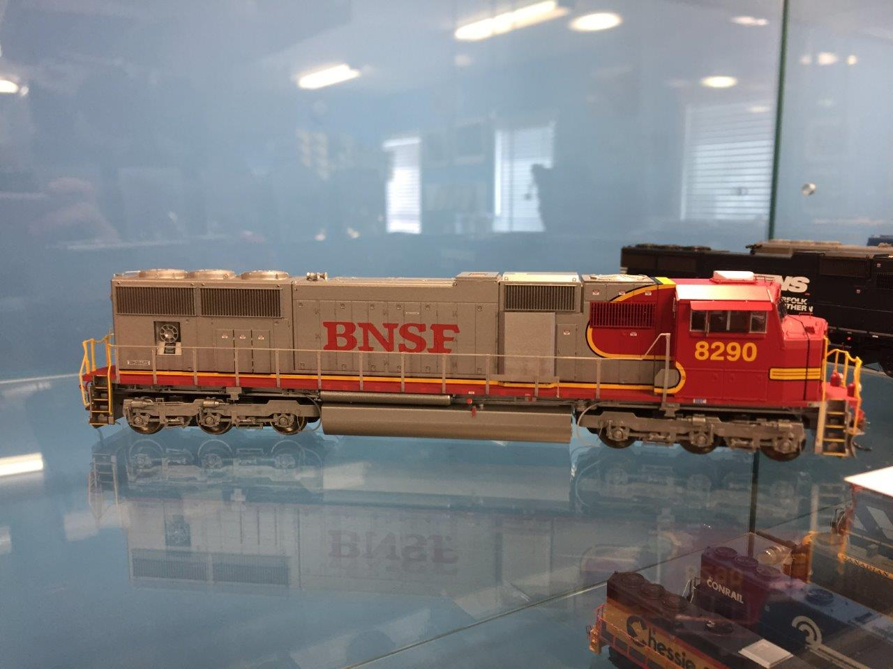 Athearn G69319 HO EMD SD75I w/DCC and Sound - BNSF 8284