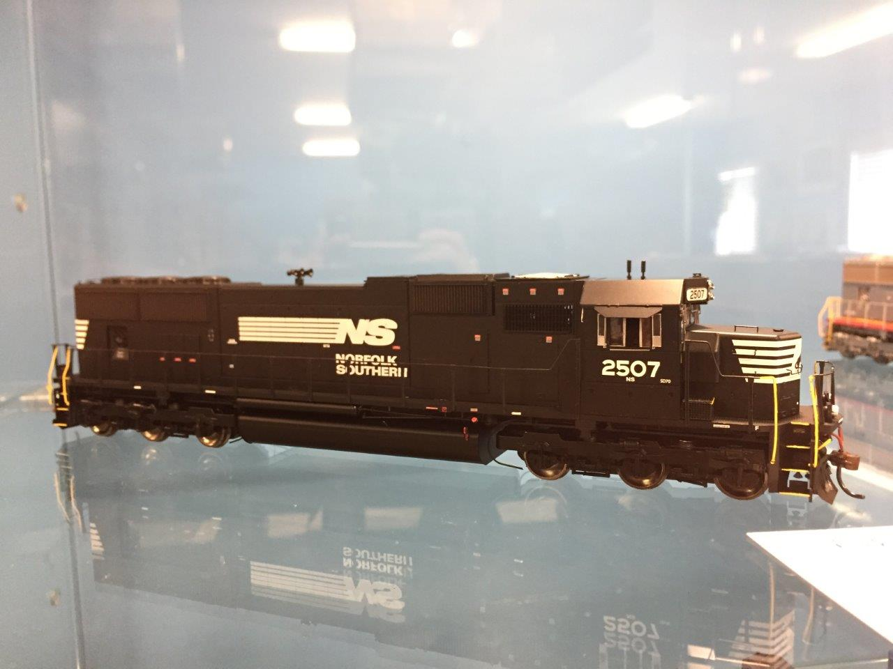 Athearn G69338 HO EMD SD70, Norfolk Southern NS 2524 (DCC & Sound)