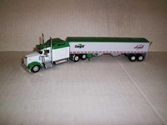 Trucks n Stuff TNS083 HO Kenworth W900L Sleeper-Cab Tractor w/Grain Trailer - Cargill-Loyall Life