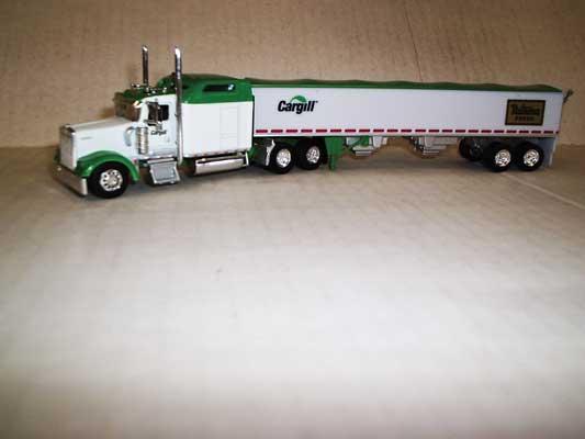 Trucks n Stuff TNS084 HO Kenworth W900L Sleeper-Cab Tractor w/Grain Trailer - Cargill-Nutrena Feeds