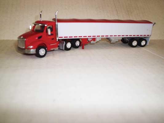 Trucks n Stuff TNS075 HO Peterbilt 579 Day-Cab Tractor w/Grain Trailer - Cerri Feed Company