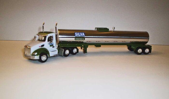 Trucks n Stuff TNS065 HO Peterbilt 579 Day-Cab Tractor with Food-Grade Trailer - Assembled -- Silva Trucking (white, green, chrome)
