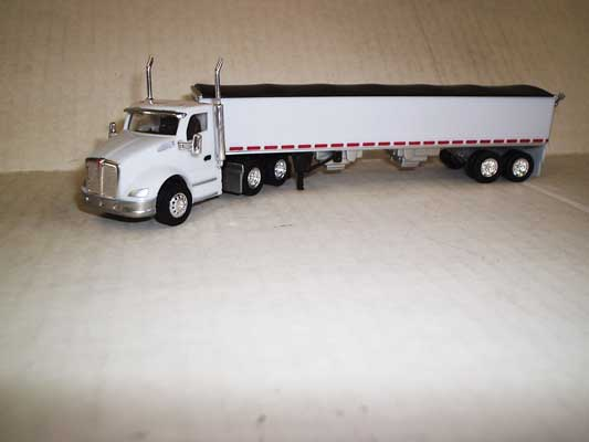 Trucks n Stuff TNS142 HO Kenworth T680 Day-Cab Tractor w/Grain Trailer - White