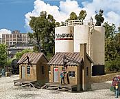 Walthers Cornerstone 2913 - HO McGraw Oil Company - Kit