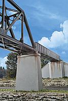 Walthers 4550 HO Cornerstone Single-Track Railroad Bridge Concrete Piers pkg(2)